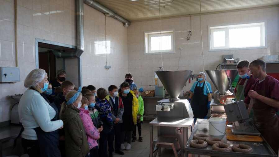 Местное производство посетили ученики 3-го класса Барвиновской общеобразовательной школы со своим классным руководителем Выскарь Натальей Викторовной.Фото автора