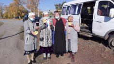 Фото к статье о Дне пожилых, Радость пожилых от внимания к ним