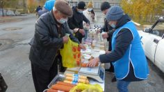 Колбасные изделия моментально раскупались местными жителями, фото к статье первая осенняя ярмарка